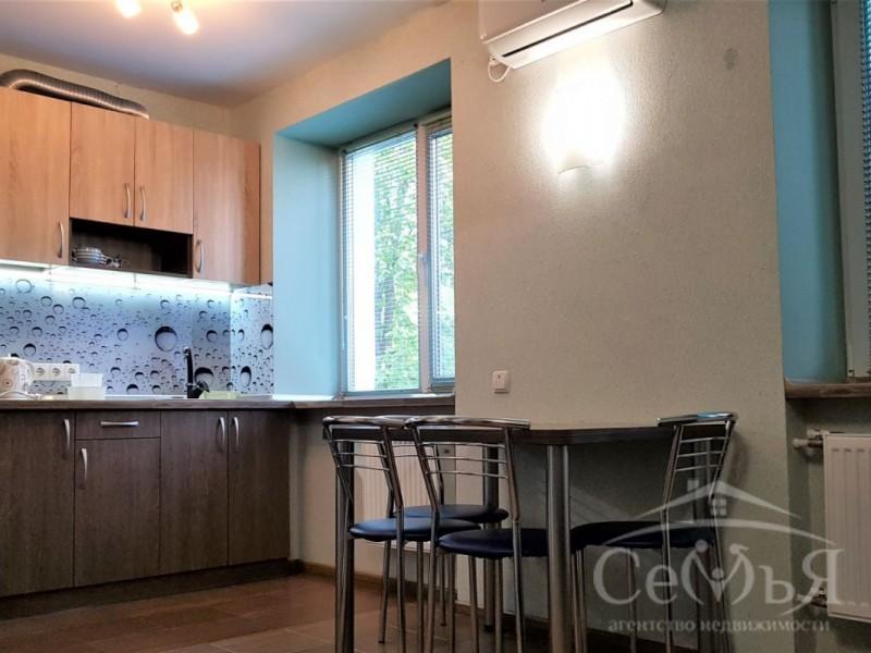 1 комнатная квартира по пер. Коцюбинского, Центр города
